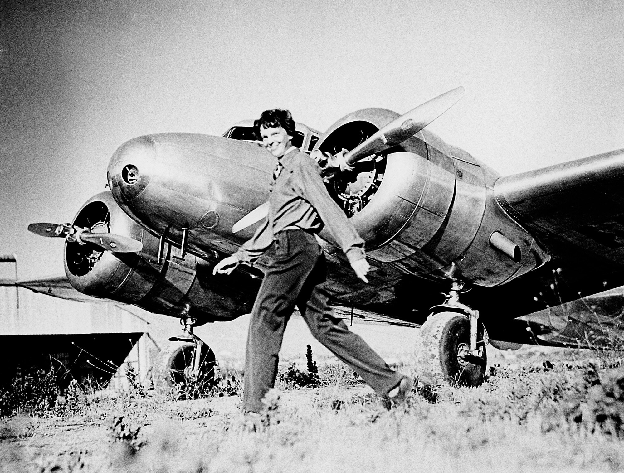 amelia earharts courage that made her the first woman to cross the atlantic by plane