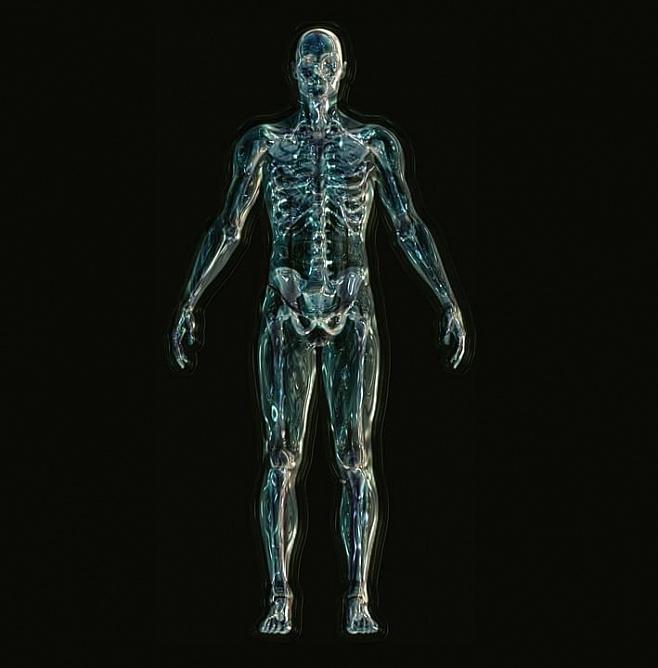 Управляемый силой мысли экзоскелет помог ходить парализованному человеку